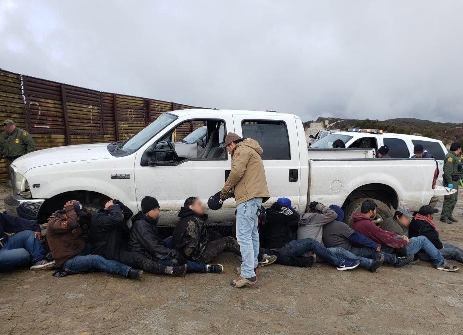 This morning, another truck concealing 22 illegal aliens breached the aging border barrier in east #SanDiego. When #USBP agents responded, the driver rammed a USBP vehicle in attempt to flee. The driver then exited on foot and escaped south. All 22 passengers were arrested. #CBP