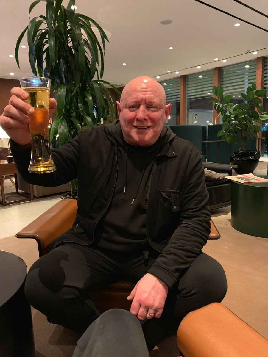 Shaun relaxing in the @cathaypacific business lounge before his flight. Happy Mondays tour of NZ & AU starts next week... Cheers!! 🍺 😃 ✈️  #ShaunRyder #SWR #CathayPacific #Airport #Flight #Tour #HappyMondays  📷: Wayne Blairs