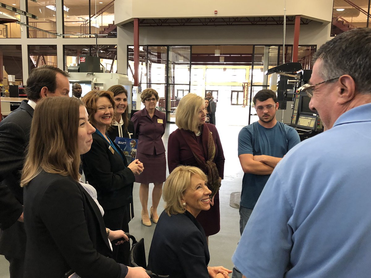Wrapped up today's visit to Florence at @TheSiMT. We met students, educators & others dedicated to innovation & workforce development. Thanks to @BetsyDeVosED and Deputy Secretary Zais for making the trip & your commitment to education nationwide. #innovation #SCtechnicalcolleges