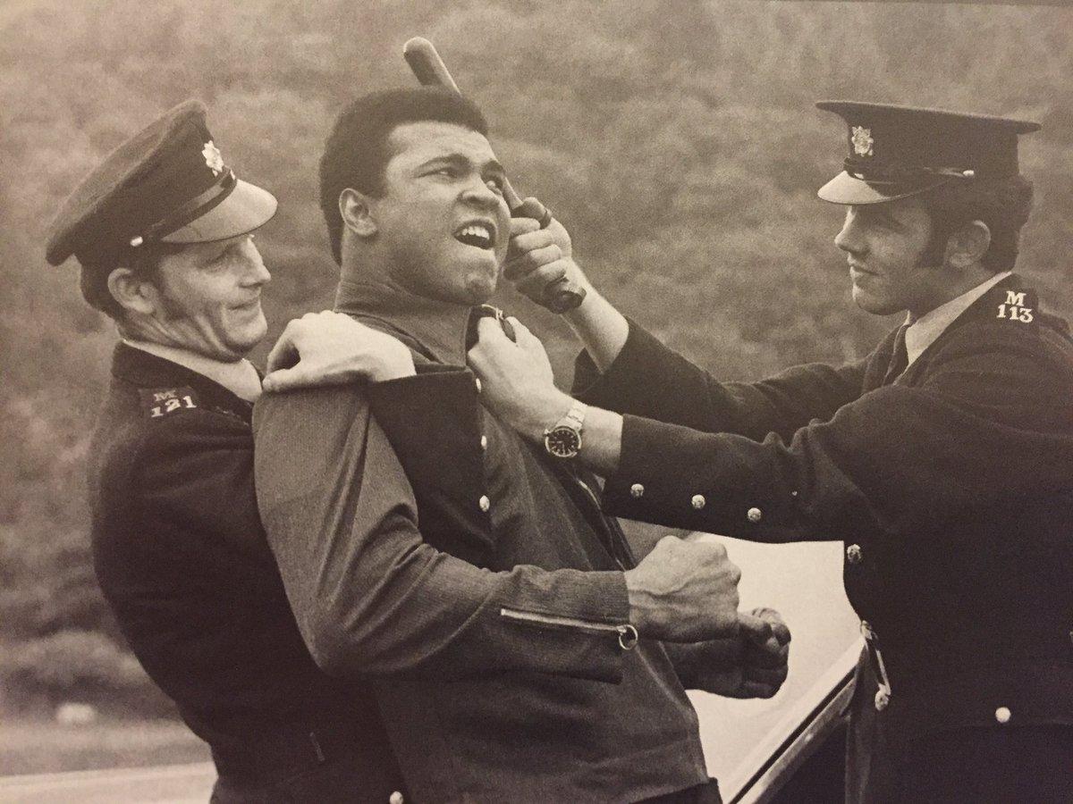 The Garda Siochana Mock arrest Muhammad Ali in Dublin in 1971  @MuhammadAli #MuhammadAli <br>http://pic.twitter.com/JW1iyBBKhb