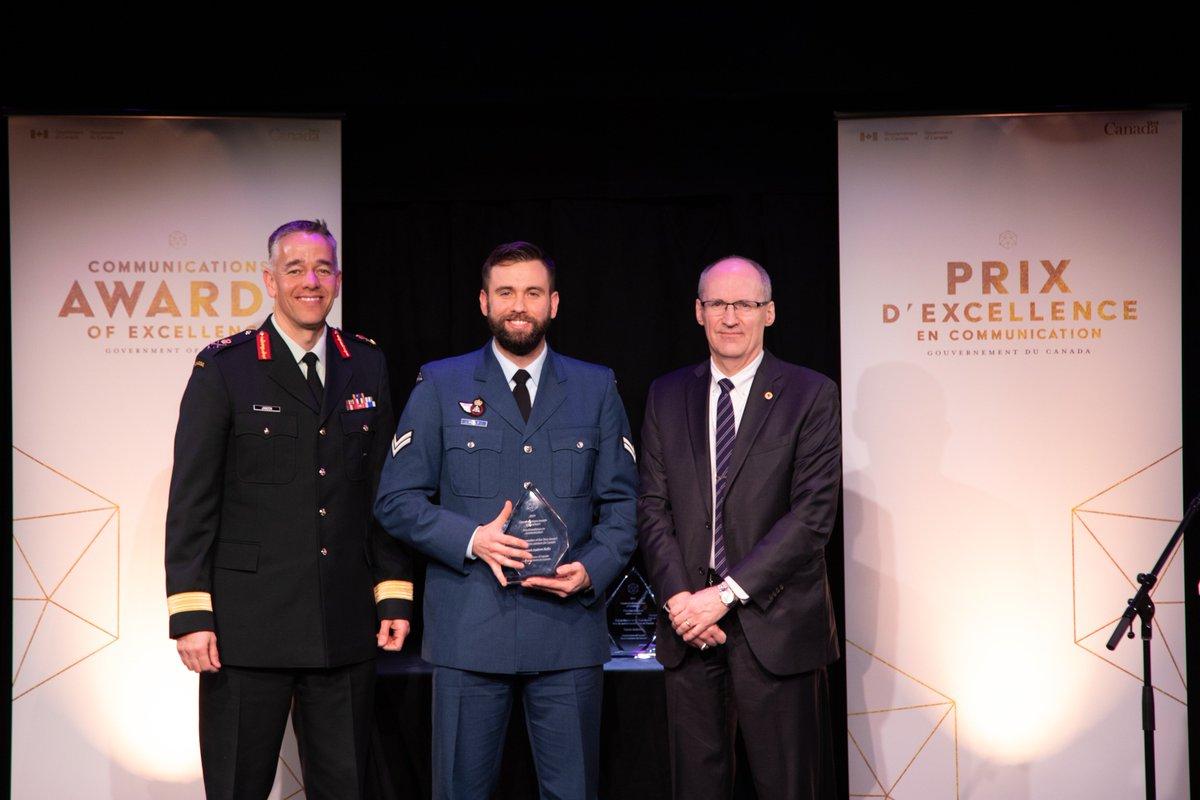 Félicitations au Caporal Andrew Kelly de la Défense nationale et des Forces armées canadiennes, récipiendaire du prix du maître conteur de l'année à la cérémonie des Prix d'excellence en communication! http://bit.ly/2RBJEQX #CommsGC2019 @DefenseCanada @ForcesCanada