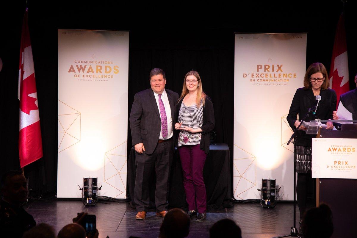 Félicitations à Amber Leblanc de l'Agence du revenu du Canada, récipiendaire du prix de l'étoile montante à la cérémonie des Prix d'excellence en communication du #GduC ! http://bit.ly/2RBJEQX #CommsGC2019 #PrixCommunication @AgenceRevCan