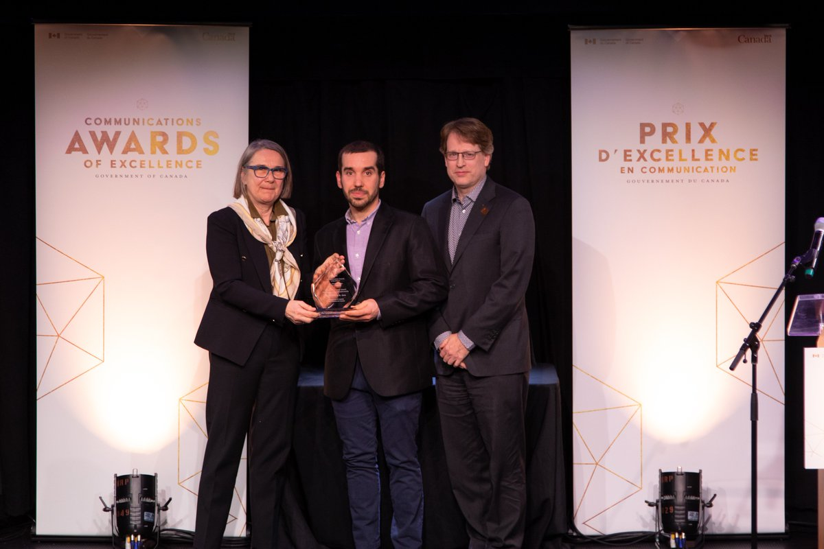 Le prix de la carrière exceptionnelle présenté en hommage à Maurie Jorre de St. Jorre. Son épouse Susan Brown et son fils Adrian ont reçu le prix en son nom, ainsi que d'anciens collègues. http://bit.ly/2RBJEQX #CommsGC2019 #PrixCommunication