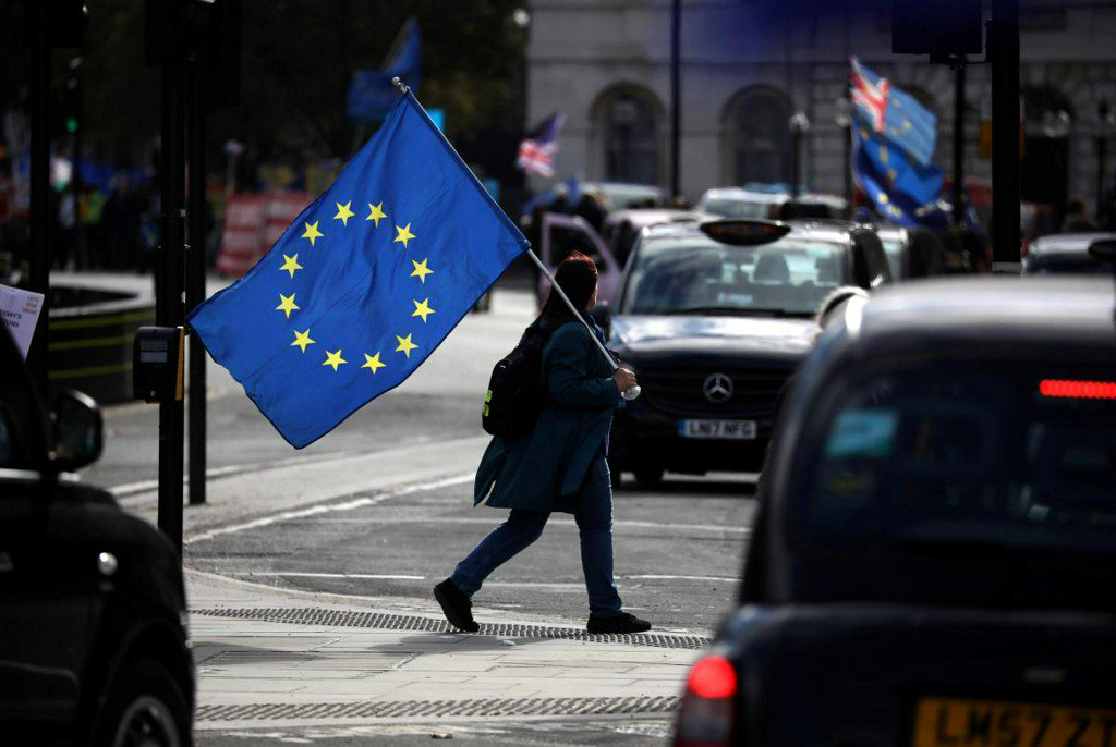 UK says focus in Brexit talks is now backstop guarantees https://reut.rs/2SO6beK
