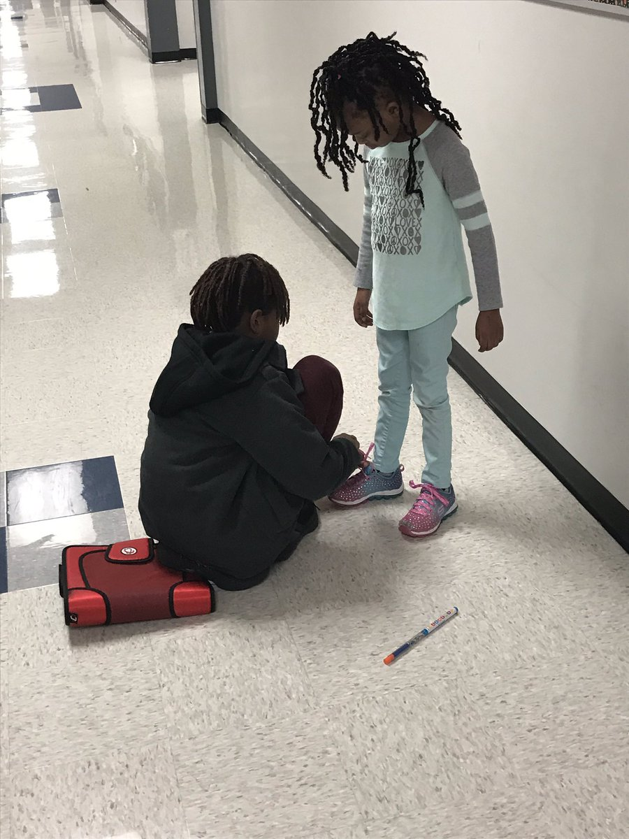 Kindness is...stopping to teach a younger student how to tie their shoe. @RochellRangers #RochellRocks #RandomActofKindness #KindnessisCool<br>http://pic.twitter.com/EzJphQ98fD