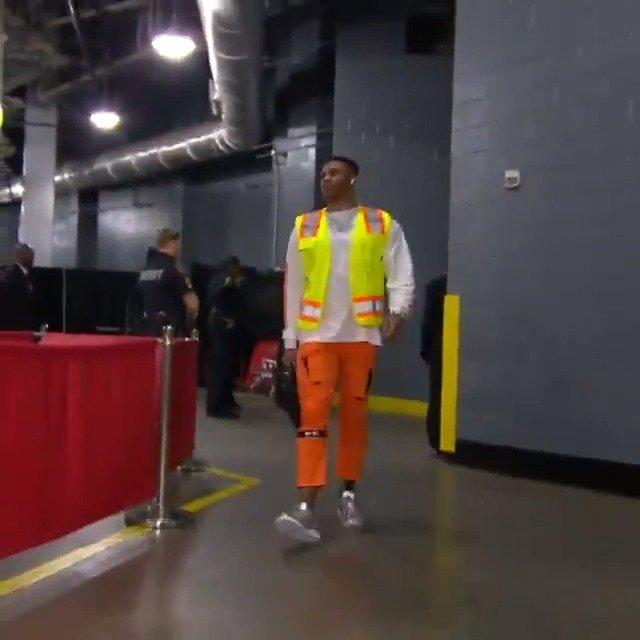 Russ chegando em Houston para o jogo de logo mais. ��⚡️https://t.co/541364Z0no