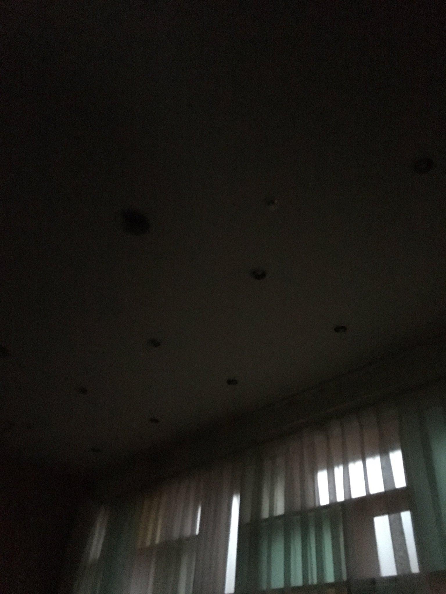 画像,千葉そごうでお茶してたら、いきなり停電で真っ黒どうしたのかな? https://t.co/4nByyiwiBH。