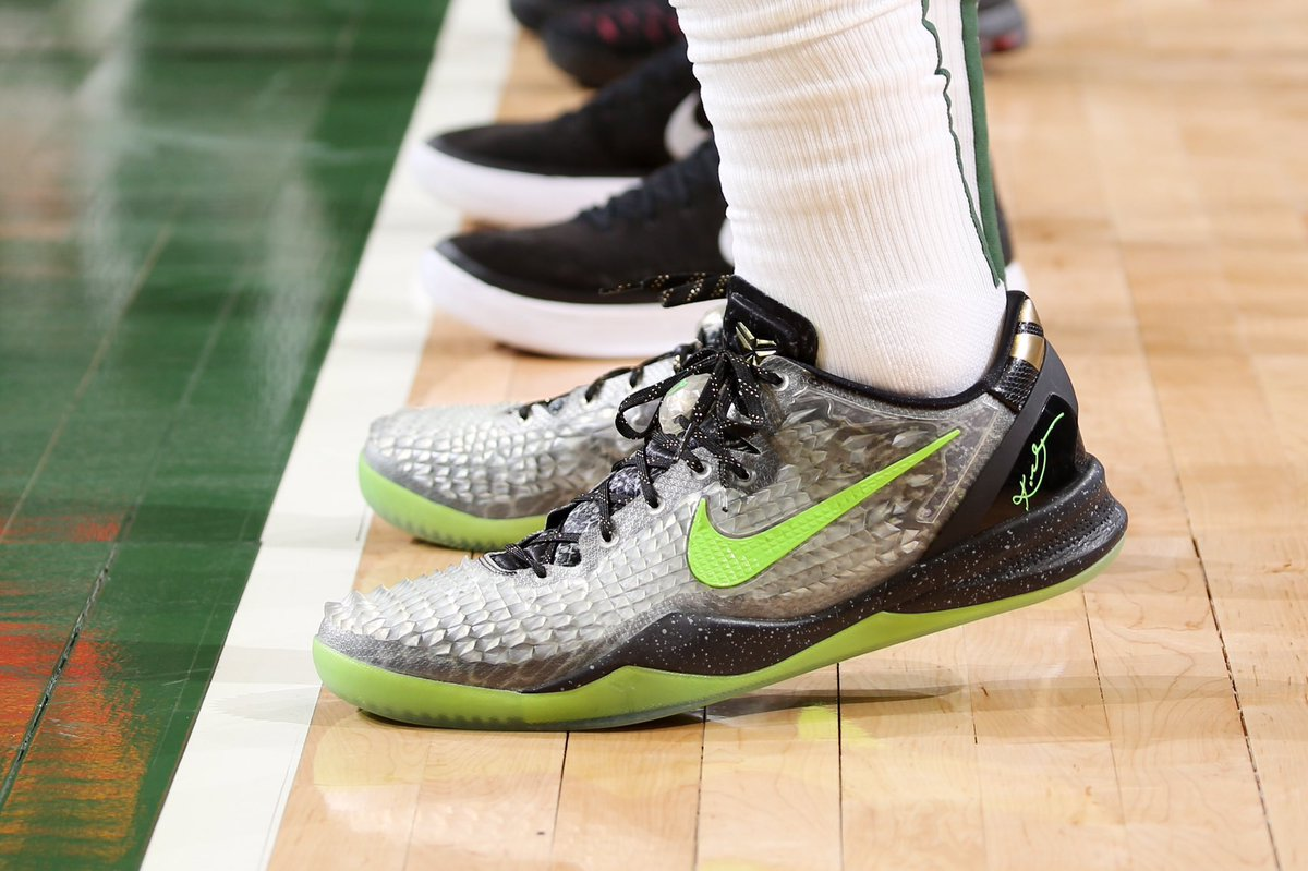 ".@Lanky_Smoove wearing the Nike Kobe 8 SS ""Christmas"" tonight."