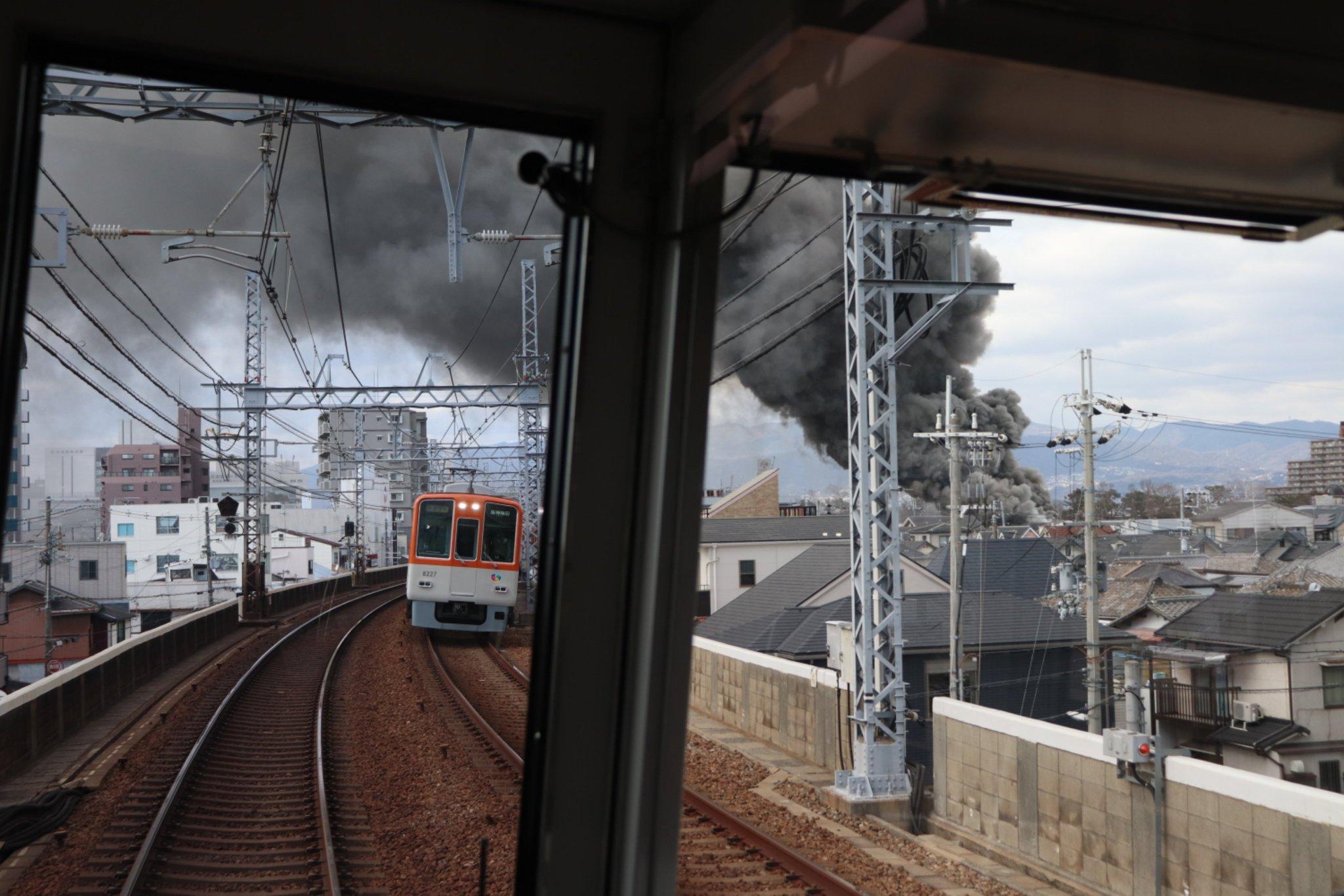 画像,尼崎センタープール前~武庫川間で沿線火災との事… https://t.co/9mVN9zO7c4。