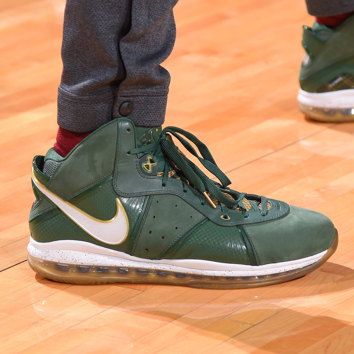 """9cbfc9ee5454 PJ Tucker went with the Nike LeBron 8 """"SVSM"""" and Kobe 8 """"Year of the Horse""""  tonight.pic.twitter.com VNte0iVtPN"""