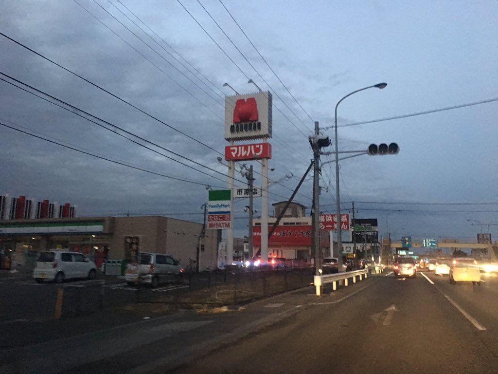 千葉県千葉県で信号機が停電している現場画像