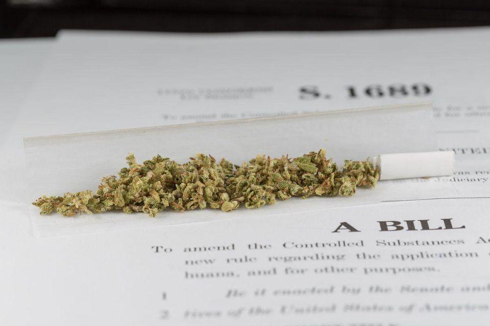 Senator Ron Wyden files the '420' marijuana bill to legalize it federally https://t.co/W20Q8oaudg https://t.co/UD76f72a8r