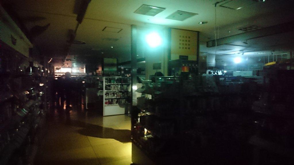 画像,千葉そごう30分たつけどまだ停電中。 https://t.co/cWN8xv63pg。