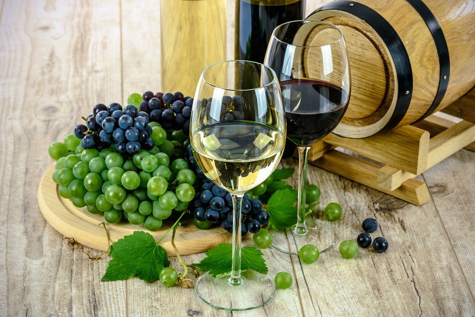 21.7 million glasses of Australian wine are enjoyed overseas each day. We are looking forward to see Poland on the top 10 importers list! #Aussiewine #Australianwine https://bit.ly/2GaZa0O