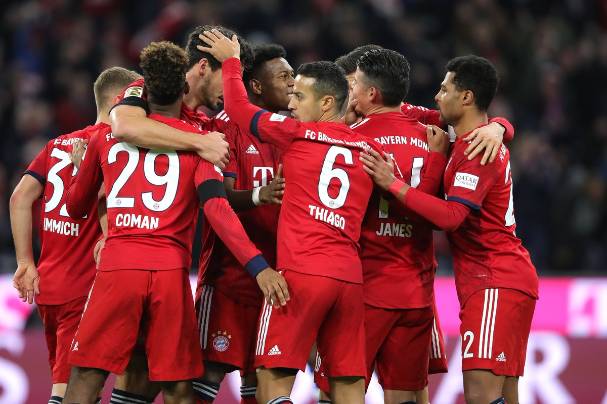 Бавария празднует гол в ворота Шальке