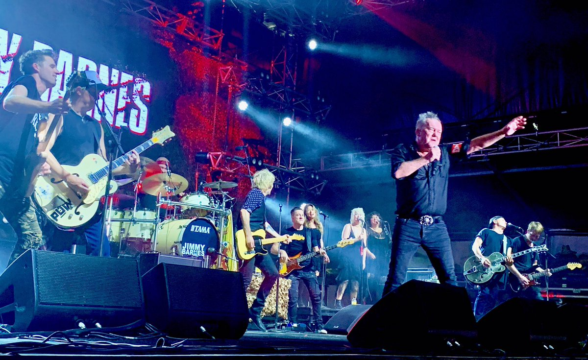 Last song, last show @RedHotSummerTo1 5 guitars up with @JimmyBarnes 'Goodbye' #guitarmageddon @MiddleClassBand  @ChrisCheney23 @DaveyLane1 #diesel #damnyspencer https://t.co/gq3MDWPmCj
