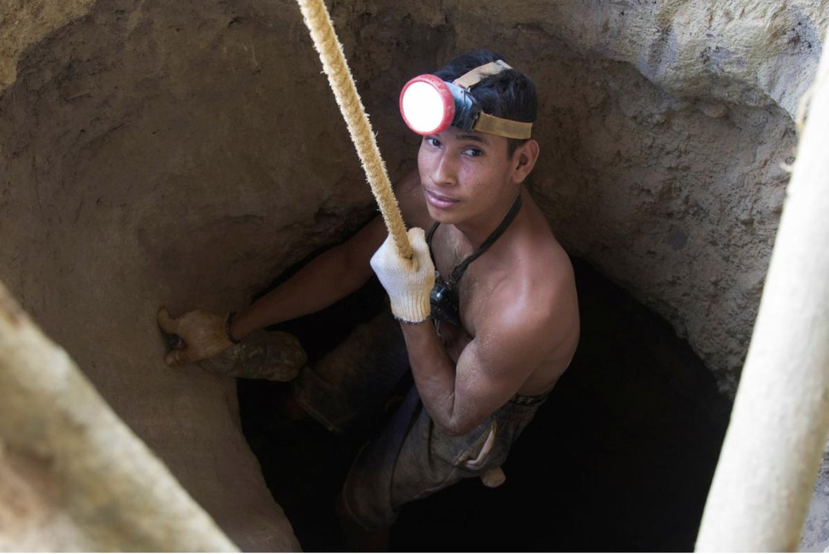 How gold unearthed by ragtag, malaria-stricken miners in Venezuela's jungle ends up in Turkey - and allows Maduro to import badly needed food. Terrific reporting on Venezuela's opaque gold trade by @Coropo & @mramirezcabello https://reut.rs/2GiGZGI