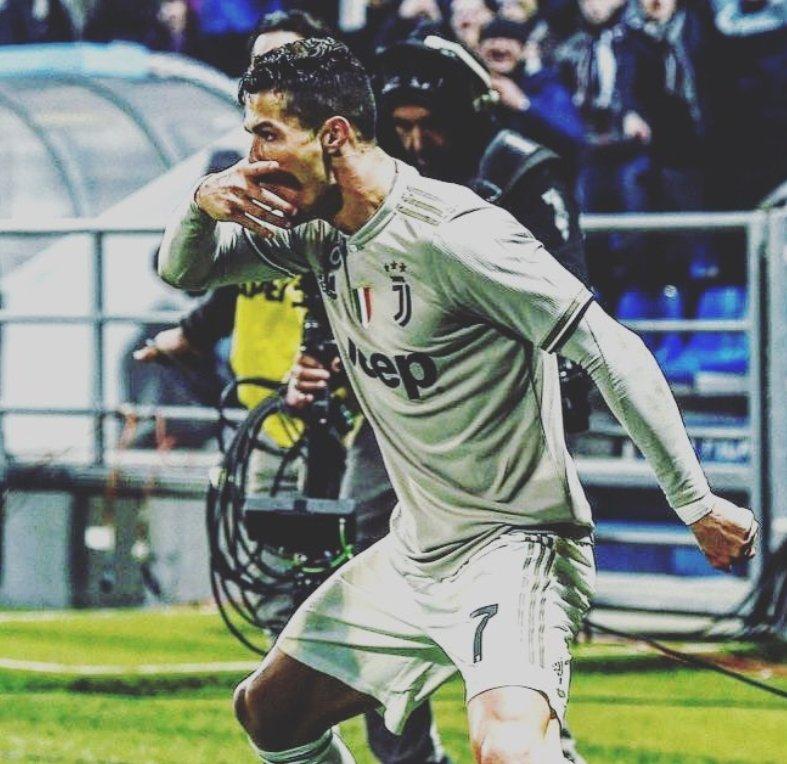 Cristiano Ronaldo le dedicó su gol contra Sassuolo a Paulo Dybala, quien, entre suplencias, polémicas e inconsistencia, ha vivido unas semanas complicadas en la Juventus. DYBALAMASK.