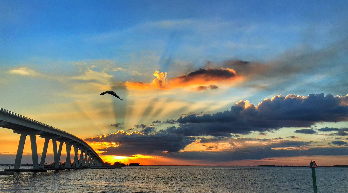 Another day another amazing Floridian #sunset They never get old! #ShareYourWeather @RealSaltLife @PhotographyWx @MurphTWN @KalinMitchelCTV @EarthandClouds @EarthandClouds2 @ThePhotoHour @StormHour @FloridianCreat1 @weathernetwork @weatherchannel <br>http://pic.twitter.com/ejaki25N8z &ndash; à Sanibel Causeway