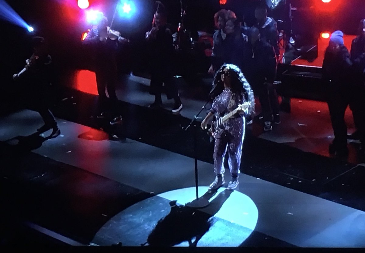 #grammys giving the stage to @HERMusicx, #HER and her song Hard Place.