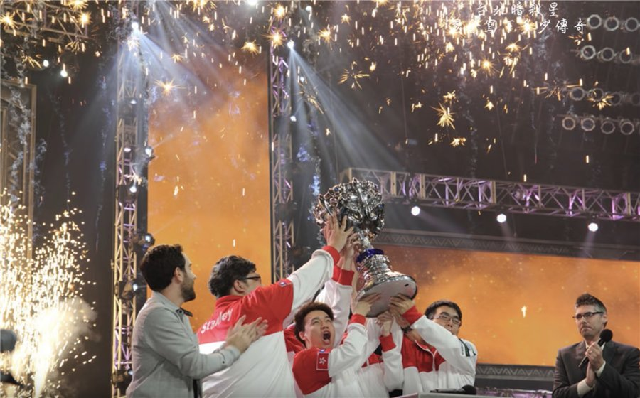 E-sports stardom is the dream of many young people. There are more than 300,000 #eSports players in Hong Kong, with salaries ranging from HK$5,000 a month to HK$25,000. Why should professional video-gaming be considered a sport? Tweet your comments. http://ow.ly/7eRz30nEiJh