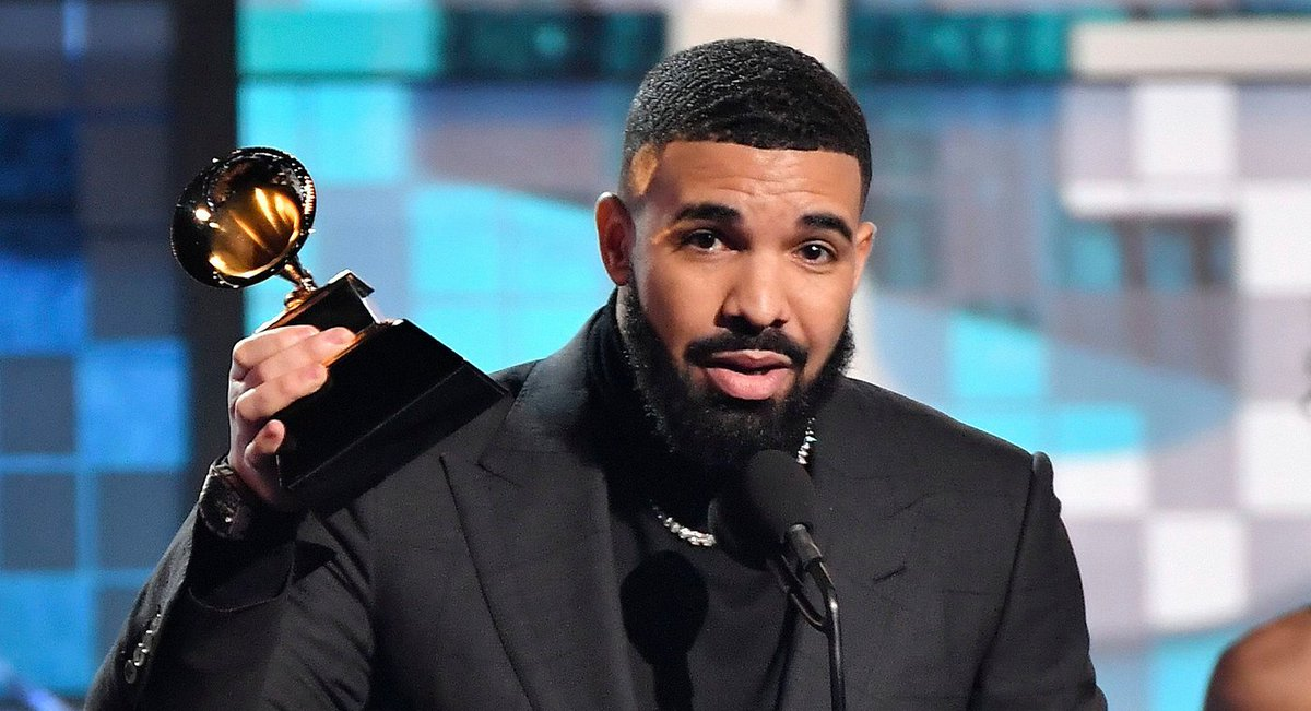DzF781hW0AAi04L - Despite Winning The Grammys, Drake Disses Award – Gets His Microphone Cut While On Stage(Video)