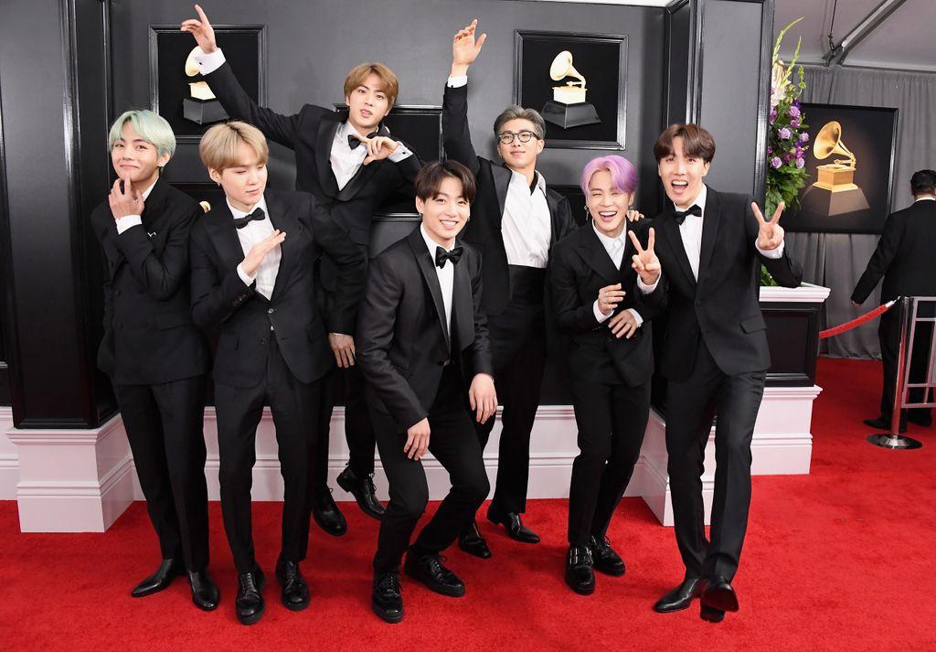 Aww, los chicos de BTS (@bts_bighit) son los más felices y divertidos en la red carpet de los #GRAMMYs #Grammy2019  https://t.co/Xyr7HnkBsm