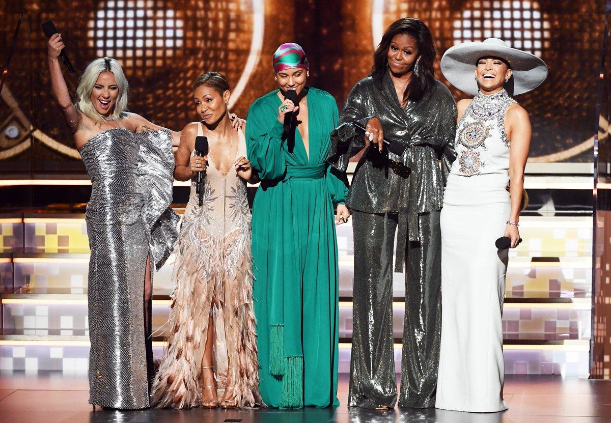 La definición del poder femenino en una misma foto: Lady Gaga, Jada Pinkett Smith, Alicia Keys, Michelle Obama y JLo juntas en los  #Grammys