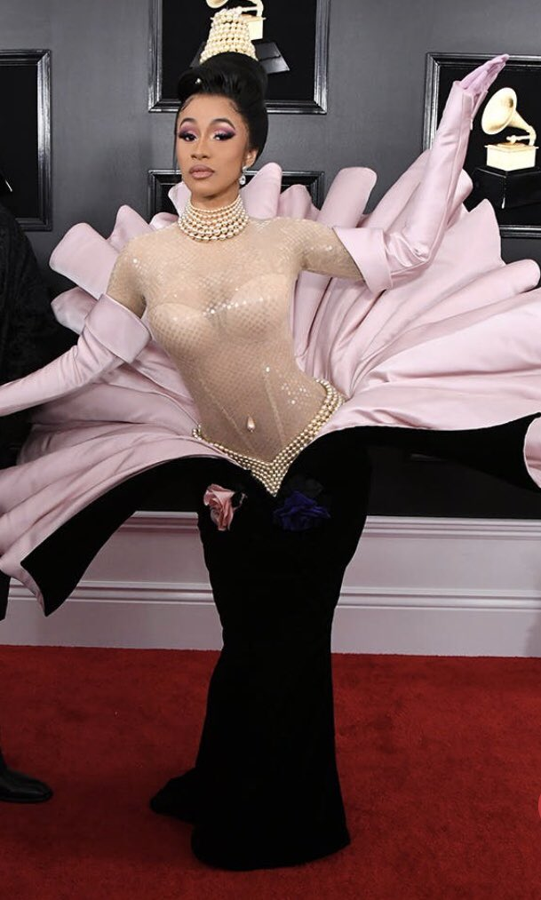 Why does Cardi B look like Ursula? Why does Katy Perry look like a jelly fish? Was there a Little Mermaid theme I missed? #GRAMMYs  #Grammy2019<br>http://pic.twitter.com/qsOF2rOePZ