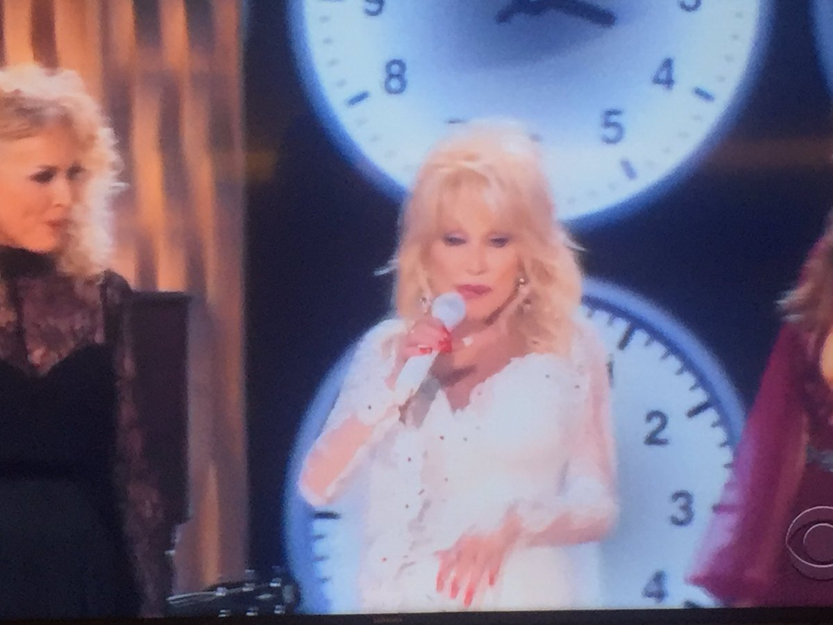 Dolly Parton is a solar eclipse tonight. Those poor little stars didn't know what hit them. #GRAMMMYs #Grammys2018 <br>http://pic.twitter.com/3MJPAQcrca