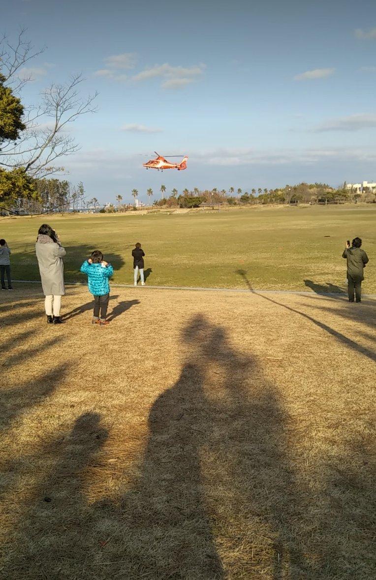画像,あとグラウンドにヘリ着陸してきたかっけー https://t.co/qsqmhPpE9K。