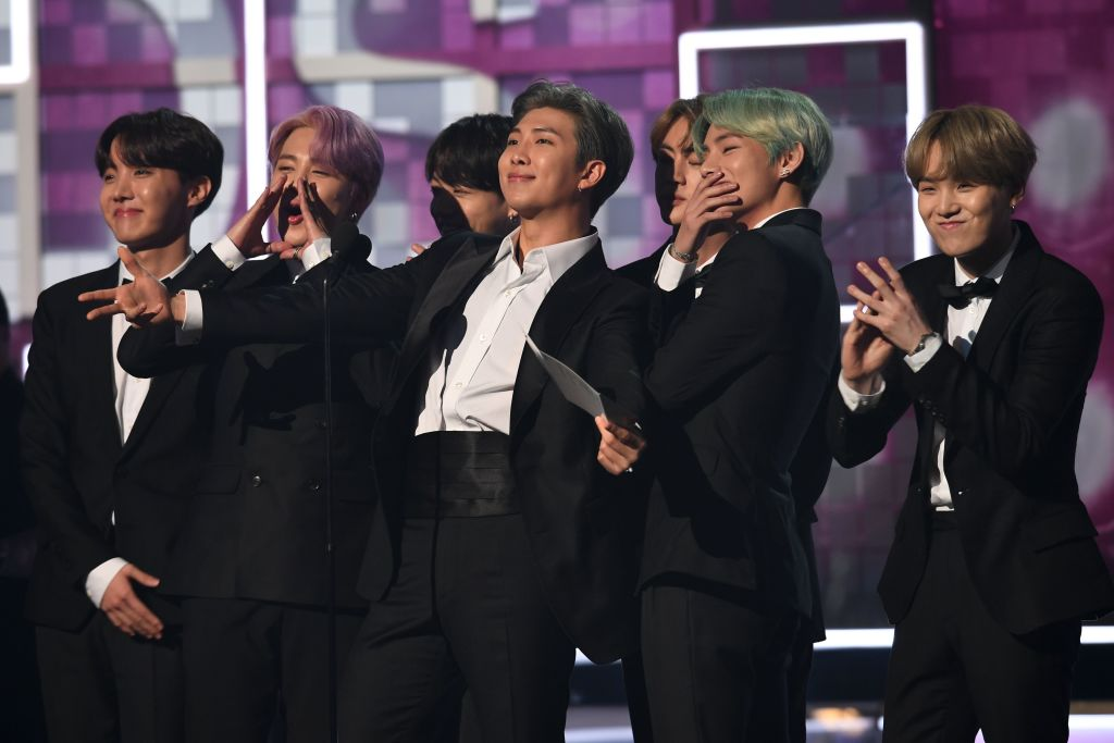 H.E.R. accepts the best R&B album award from #BTS  .  The K-pop group became the 1st Korean act to present an award at the #Grammys  #BTSxGrammys  #TearItUpBTSx #방탄소년단Grammys