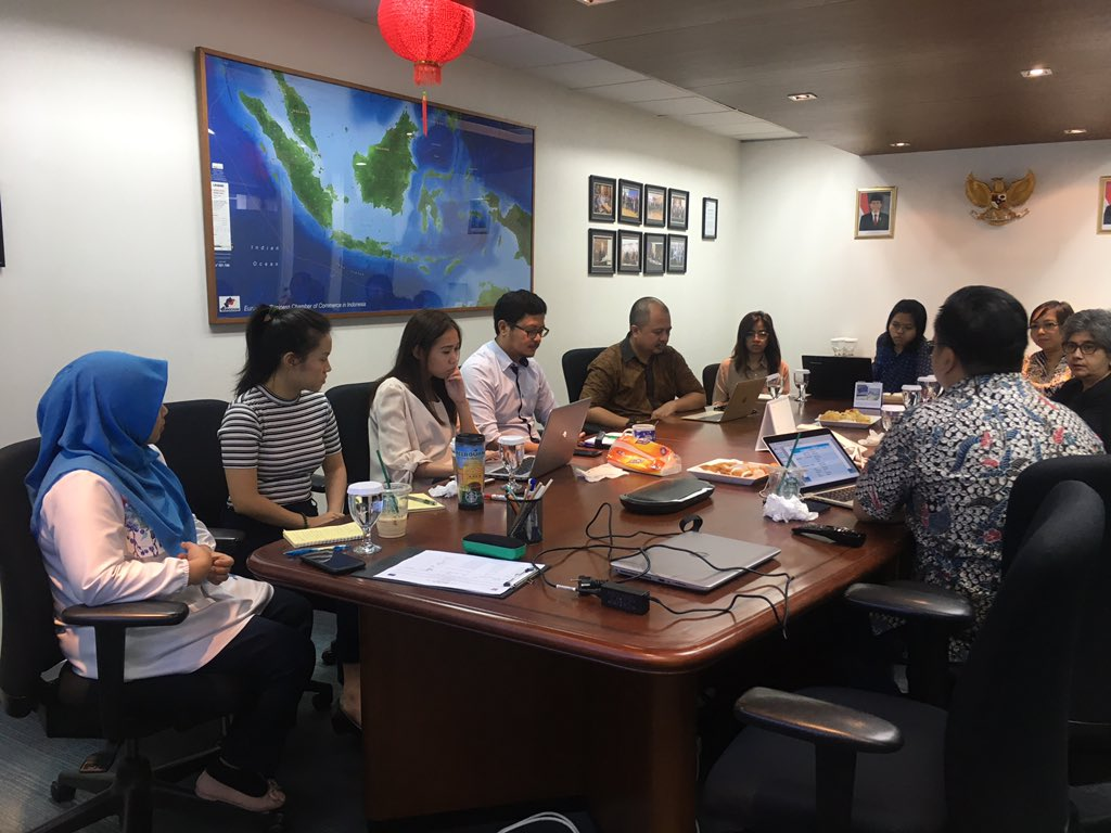 Pagi ini #CCPHI menggelar mini workshop dengan @EuroCham_INDO  dan @pshk untuk mengkaji potensi kemitraan antara kedua lembaga.   Berperan sebagai intermediary organization bagi keduanya, CCPHI memfasilitasi pengkajian kesamaan isu prioritas di antara kedua lembaga.