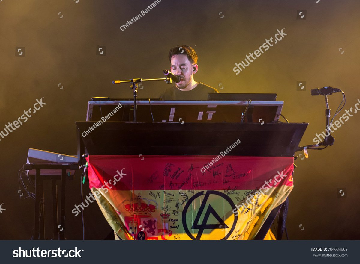 Happy birthday Mike!!! 🎉 Please come to Spain in concert!!! 🇪🇸 We miss you and we love you, hope you have a great day! #MikeshinodainSpain #spain #PostTraumaticTourInSpain #HappyBirthdayMikeShinoda