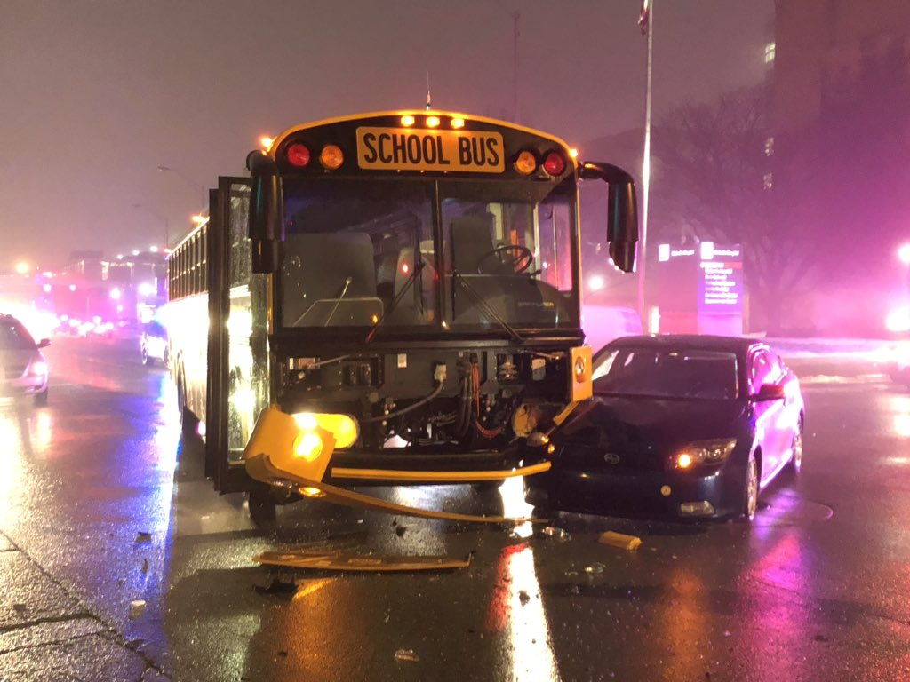 Good news! No kids were on the Decatur Township bus when it crashed at 16th &amp; Capitol, and all three drivers involved are ok. Vehicles have been moved out of the intersection, traffic is slowly returning to normal. #NewsTracker #Daybreak8 <br>http://pic.twitter.com/8JSjUJT70F