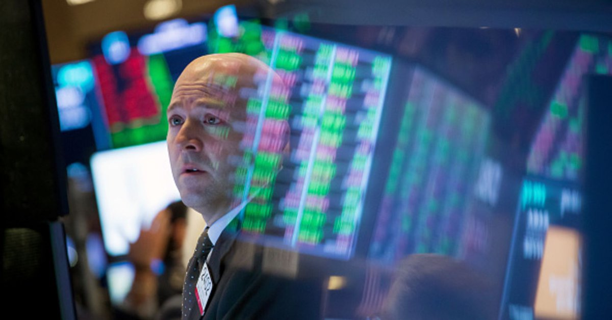Dow futures point to a lower open as trade, political concerns linger  http:// dlvr.it/Qyf189  &nbsp;  <br>http://pic.twitter.com/ipQWpV50Xn