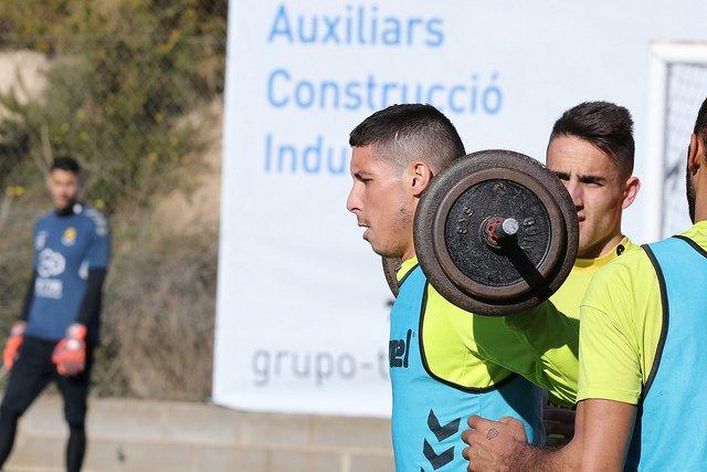 Un jugador del Nàstic se ejercita en las instalaciones del club (Foto: NDT).