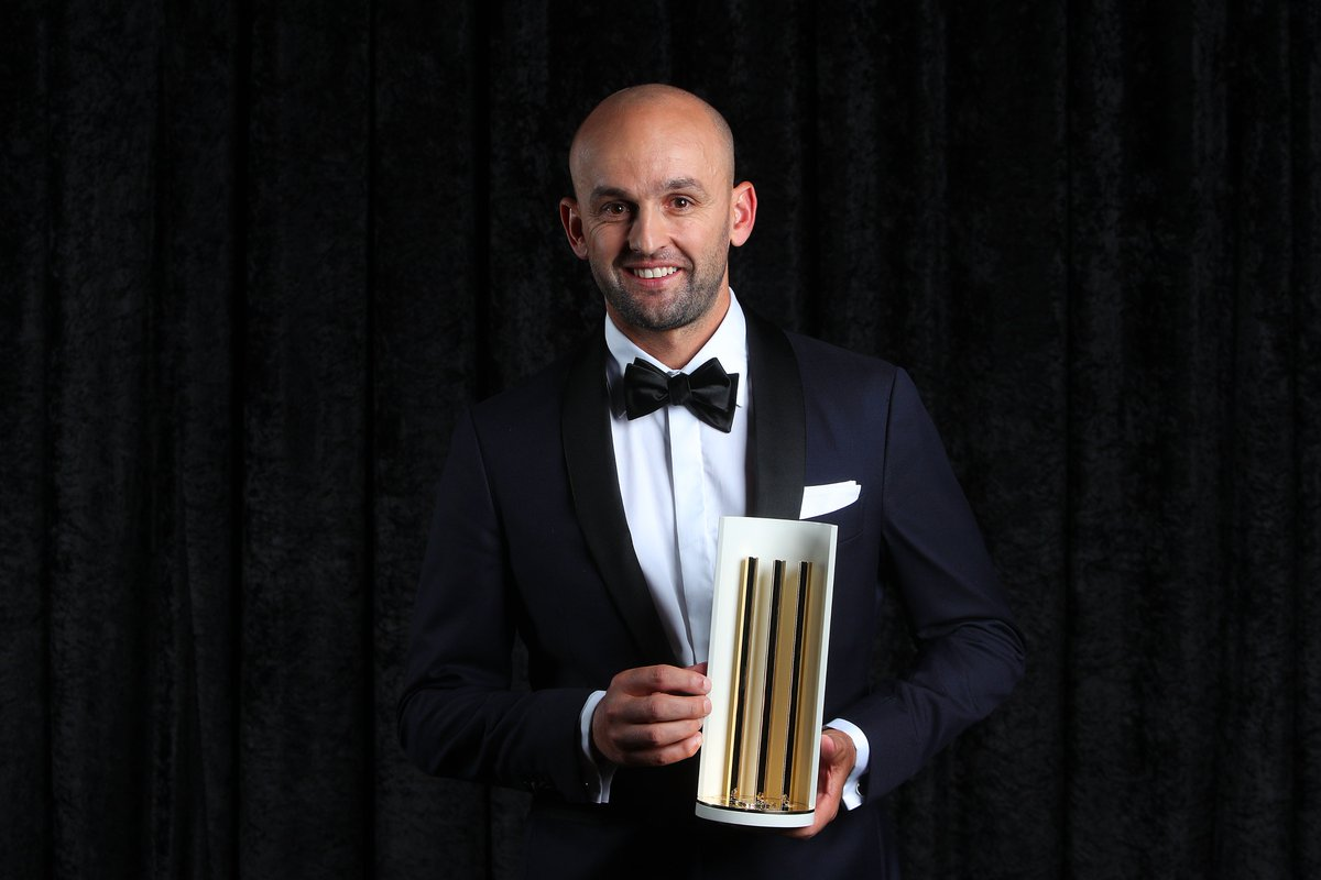 Nathan Lyon named Australia's Test cricketer of the year for 2018 while Marcus Stoinis bags the ODI award. #AusCricketAwards <br>http://pic.twitter.com/lUZ9LRnoF0