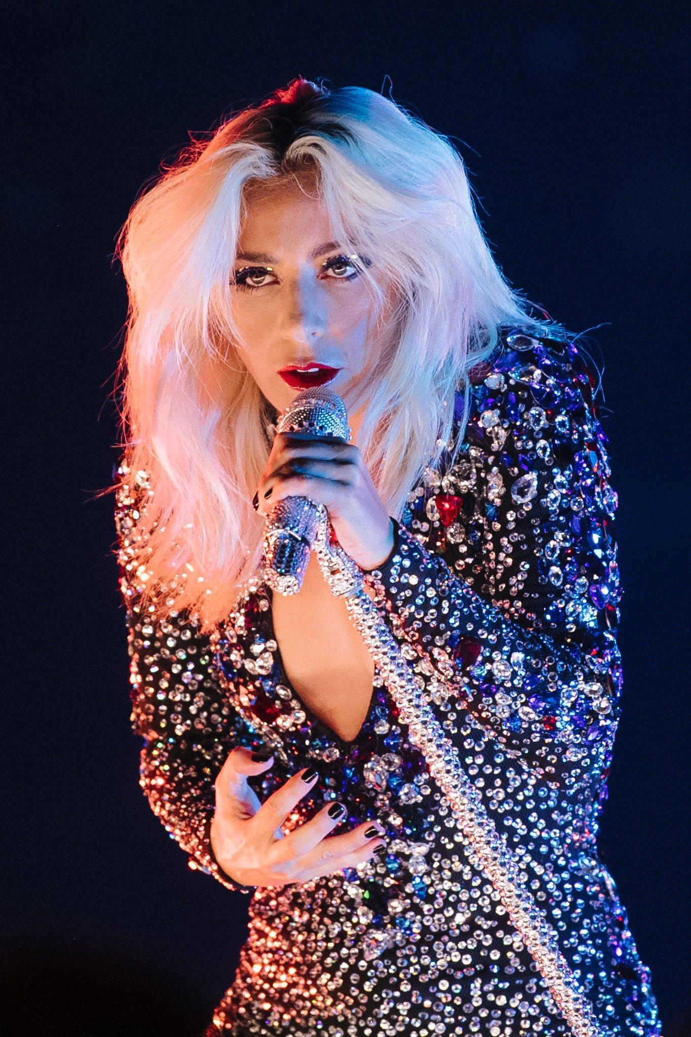 Aux #Grammys Lady Gaga a interprété 'Shallow' dans une version inédite à voir juste ici https://t.co/FDSGZ5GDVn https://t.co/VYJsh3L8pM