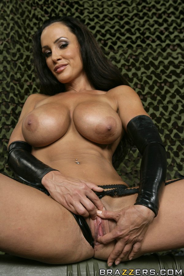 By: https://t.co/Xp0zh0qUzt Busty Latina MILF Lisa Ann playing with her hot spread pussy... https://t.co/TgKfpYrSyU