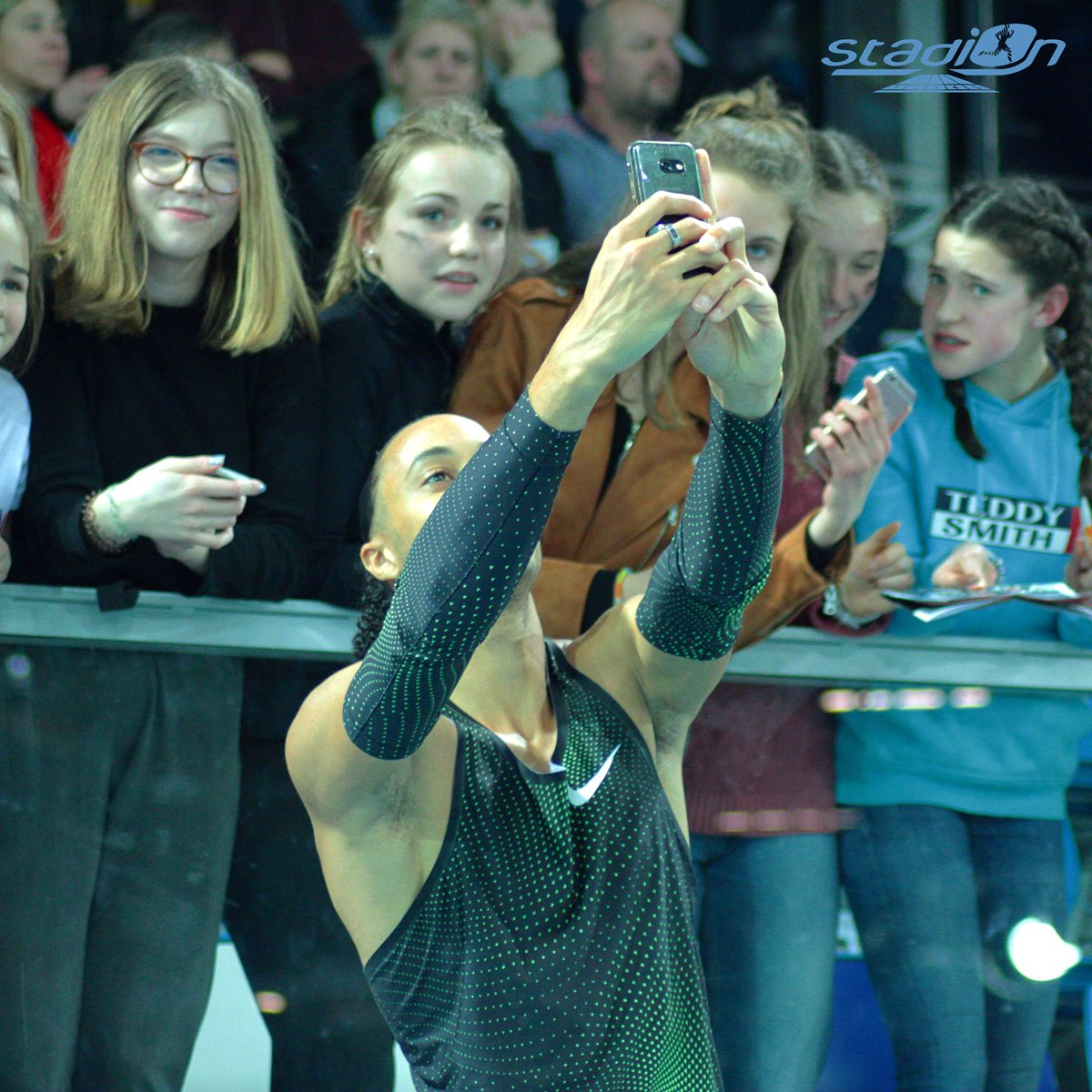 📸 @PascalMartinot en mode selfie avec son public ! #athlétisme