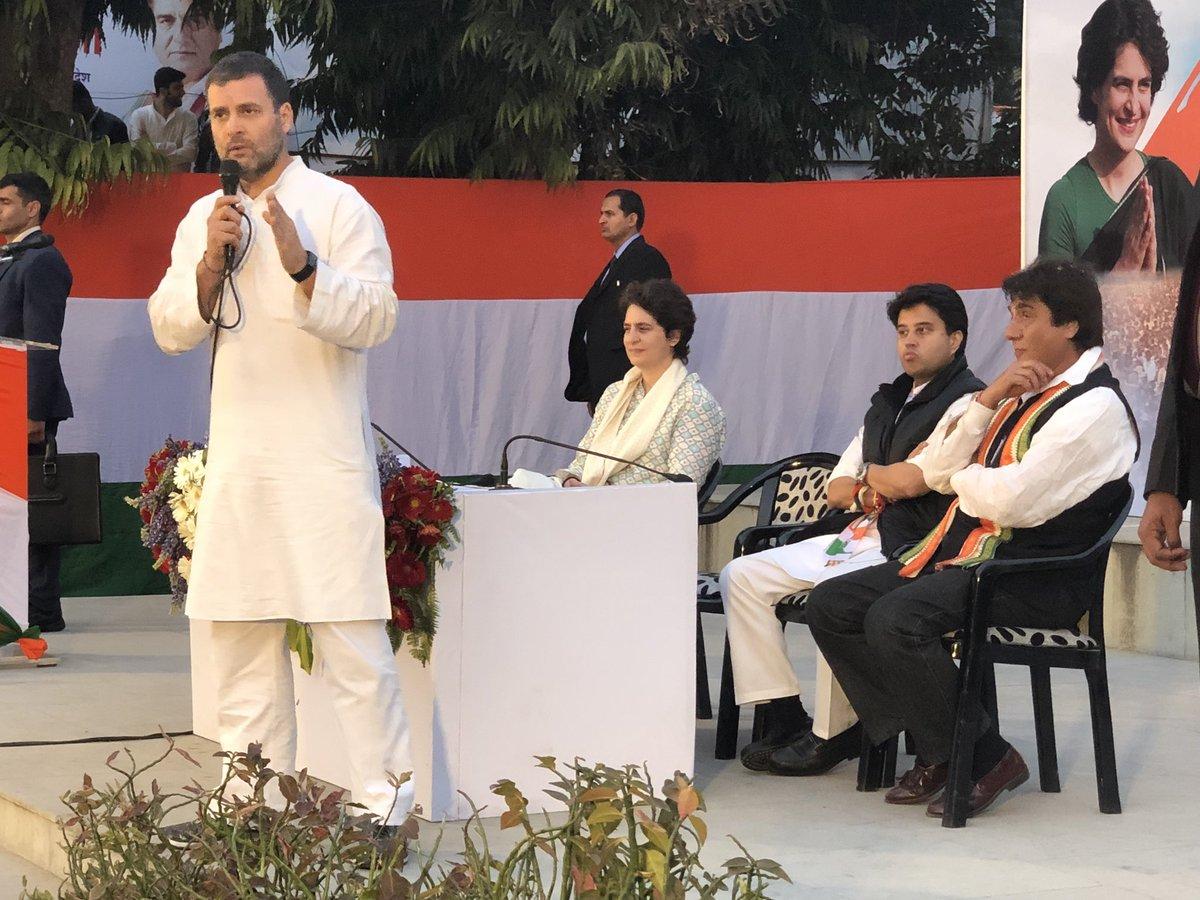 ऐतिहासिक स्वागत के बाद बतौर महामंत्री प्रभारी@priyankagandhi @JM_Scindia उत्तर प्रदेश कॉंग्रेस कमेटी कार्यालय पहुँचे  @RahulGandhi जी ने सम्बोधन किया।  देश और प्रदेश मे  कॉंग्रेस की सरकार बनाने का प्रण किया गया।