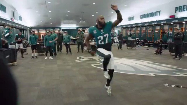 .@Twitter: Video auto-looping is now increased to 60 seconds.  Us: Say no more, fam.   #FlyEaglesFly https://t.co/EP18jCRlqI
