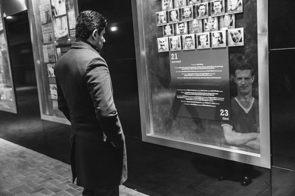 President Nasser Al-Khelaïfi pays tribute to the 23 victims of the Munich air disaster in 1958 #FlowersOfManchester
