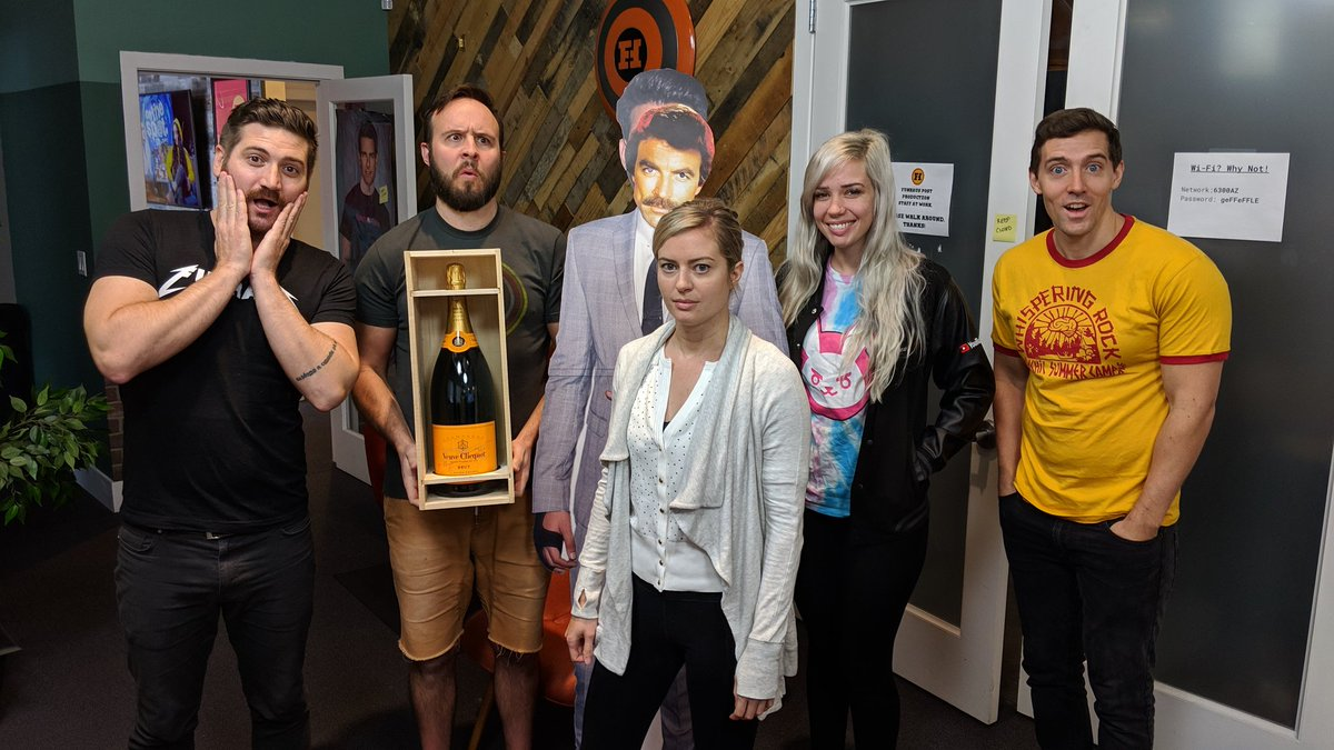 Thank you for being a friend, @AchievementHunt! 🍾🥂  Cheers to one billion more views.