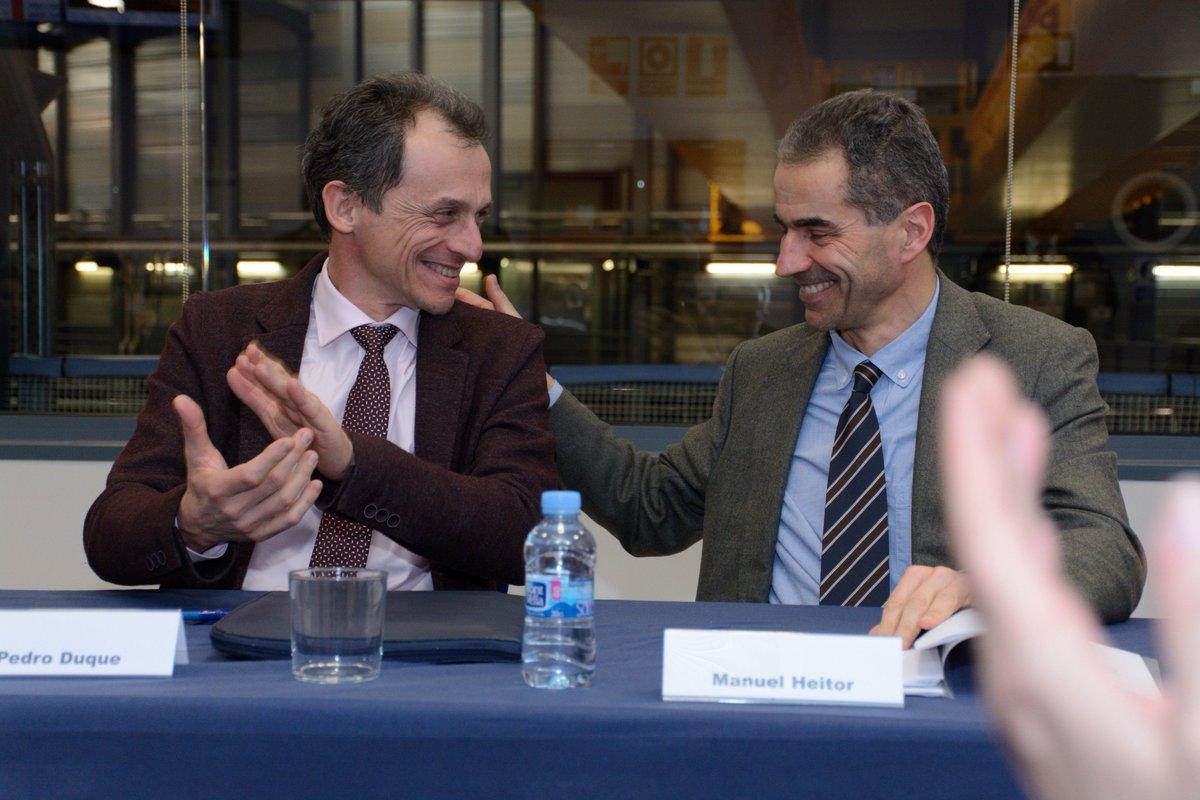 España🇪🇸 y Portugal🇵🇹 han firmado un acuerdo para promover el uso del @ALBAsynchrotron por parte de la comunidad científica lusa.  💡Acceso a los laboratorios 📚Programa de formación para portugueses 👩🏻🔬Observador portugués en el comité científico asesor  ➡️https://bit.ly/2I1T1pw