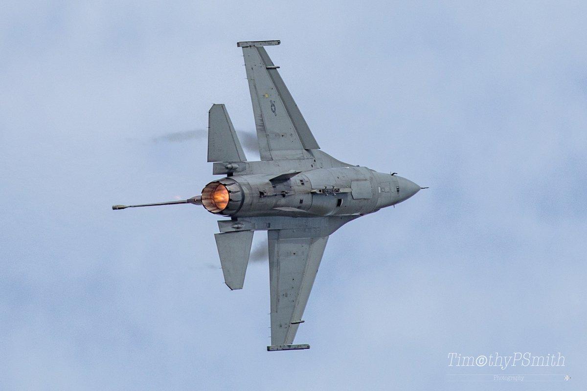 "#MondayMotivation Who can stop The Rain over #EllingtonField   Major John ""Rain"" Waters  Aim High #USAF #F16  #Viper #Afterburner  #ViperDemoTeam  #AVgeek #MilitaryAviation #AviationPhotography 🇺🇸"