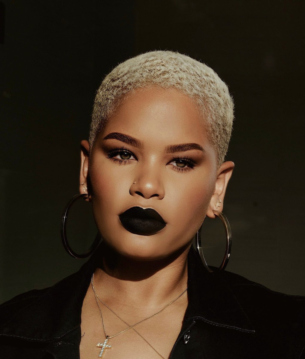 Wishing our queen of LEWKS (and photography!) @alissa_ashleyy a happy birthday today!! Go show her some love, y'all 🙌🏾💖
