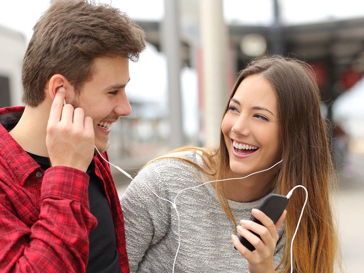 Vad betyder radioaktiv dating show