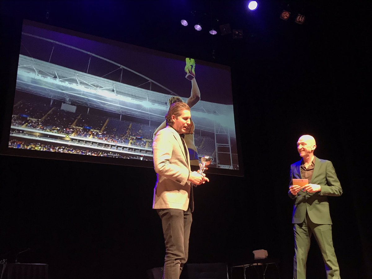 Pieter en Wilfried trappen de voorstelling af. Het wordt een top avond! #piekenenfalen – at DeLaMar Theater